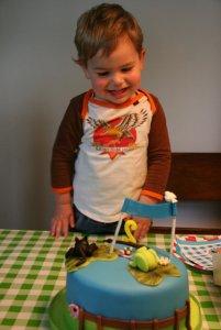 Milo is blij met z'n taart!